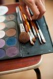 Cepillos del maquillaje en sostenedor Fotografía de archivo libre de regalías
