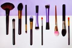 Cepillos del maquillaje Fondo ligero imagenes de archivo