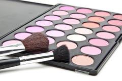 Cepillos del maquillaje y sombras de ojo del maquillaje Imagen de archivo libre de regalías