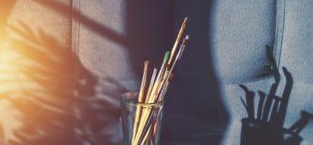 Cepillos para dibujar en un vidrio Fotos de archivo libres de regalías