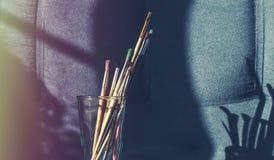 Cepillos para dibujar en un vidrio Imagen de archivo