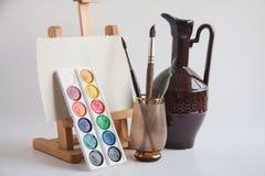 Cepillos y caballete artísticos Fotografía de archivo libre de regalías