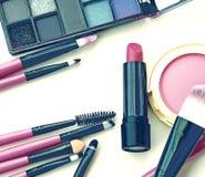 Cepillos y herramientas profesionales del maquillaje Foto de archivo