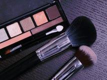 Cepillos y herramientas profesionales del maquillaje Imagen de archivo