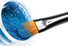 Cepillos y polvo del maquillaje imágenes de archivo libres de regalías