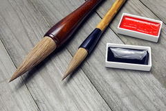 Cepillos y tinta asiáticos de escritura para la caligrafía imagen de archivo libre de regalías