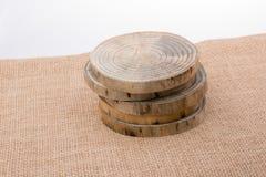 Ceppo di legno tagliato nei pezzi sottili rotondi Fotografia Stock Libera da Diritti