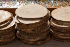 Ceppo di legno tagliato nei pezzi sottili rotondi Immagini Stock Libere da Diritti