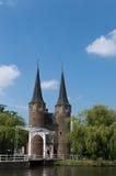 Cerámica de Delft de Oostpoort contra el cielo azul Fotografía de archivo libre de regalías