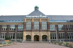 Cerámica de Delft, Países Bajos - 11 de agosto de 2015: La facultad de arquitectura y el ambiente construido en la cerámica de De Fotos de archivo