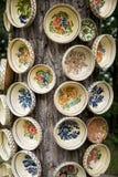 Cerámica rumana tradicional de la loza de barro en Buzau - Rumania foto de archivo