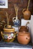Cerámica rumana tradicional de la loza de barro en Buzau - Rumania foto de archivo libre de regalías