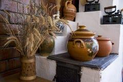Cerámica rumana tradicional de la loza de barro en Buzau - Rumania fotografía de archivo