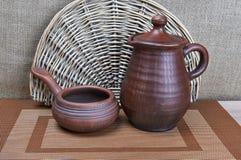 Cerâmica Clay Jug And Ladle fotografia de stock