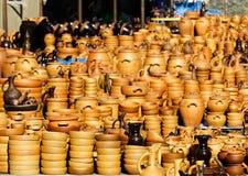 Cerâmica feito a mão Georgian tradicional da argila na exposição no mercado de rua fotografia de stock royalty free