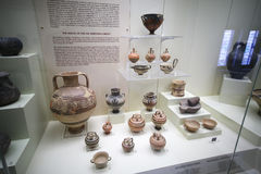 Cerâmica no museu de Mycenae Imagens de Stock