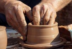 Cerâmica. O processo de manufactura de mercadorias da argila. Imagem de Stock