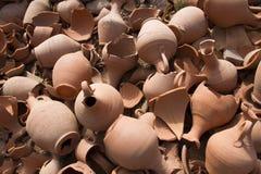 Cerâmica quebrada em muitas partes fotos de stock royalty free