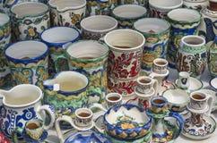 Cerâmica romena: canecas Imagens de Stock