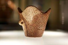 Cerâmico feito a mão antigo da cultura de Cucuteni foto de stock