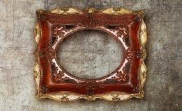 Cerâmico feito a mão da moldura para retrato velha no mármore arruinou o fundo Imagens de Stock Royalty Free