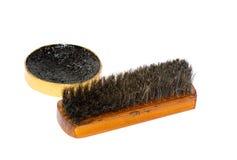 Cera da sapata e uma escova Imagens de Stock Royalty Free
