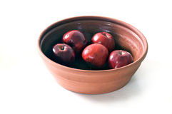 Ceramic bowl of apples on white Royalty Free Stock Photography