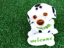 Ceramic dog with welcome sign Royalty Free Stock Photography