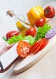 Ceramic knife chopping tomatoes for salad Royalty Free Stock Photos