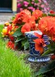 Ceramic Pot in the Garden Royalty Free Stock Photos