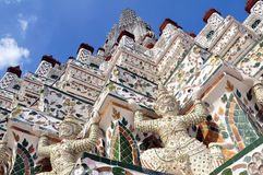 Ceramic tiles and statues detail of Wat Arun, Bangkok stock photography
