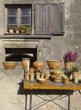 Ceramica tradizionale su visualizzazione da vendere Fotografia Stock Libera da Diritti