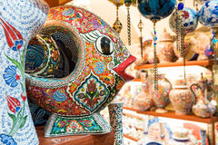 Ceramica turca nel grande bazar a Costantinopoli, Turchia Fotografie Stock Libere da Diritti