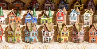 Ceramico a forma di della casa variopinta Fotografia Stock Libera da Diritti