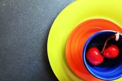 Ceramiczne wiśnie i filiżanka Zdjęcie Royalty Free