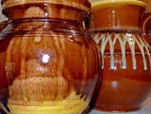 Ceramiczni dzbanki dla mleka, piwo, woda Latgalian ceramika Kruze-a kubek lub, często używany piwa lub mleka Ludowy rzemiosło Lat fotografia stock