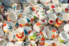 Ceramiczni kubki kolorowi Zdjęcia Stock