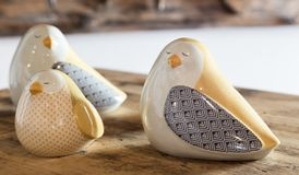 Ceramiczni ornamentacyjni ptaki fotografia royalty free