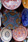 Ceramiczni talerze na rynku Fotografia Stock