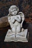 Ceramiczny anioł, chroni anioła cmentarz, sypialny anioła cmentarz, marzy anioła cmentarz, anioł robić od ceramicznego, anioła cm Obraz Stock
