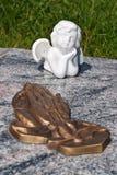 Ceramiczny anioł, chroni anioła cmentarz, sypialny anioła cmentarz, marzy anioła cmentarz, anioł robić od ceramicznego, anioła cm Obrazy Royalty Free
