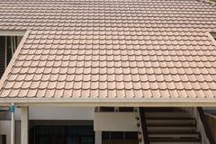 Ceramiczny dachówkowy dach na tle dom Obraz Stock