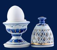 Ceramiczny jajko odizolowywający na błękicie Obrazy Royalty Free