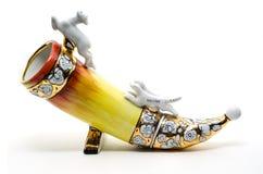 Ceramiczny Pije róg na bielu, zdjęcia royalty free