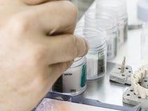 Ceramiczny proszek stosować wszczepy zęby Obraz Royalty Free