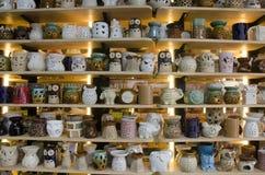 Ceramiczny sztuka sklepu przedstawienie dla sprzedaży tajlandzkich ludzi i obcokrajowa travele Zdjęcia Stock