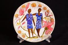 Ceramiczny talerz z krajową postacią Odizolowywający na czerni Zdjęcia Royalty Free