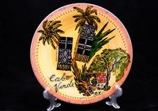 Ceramiczny talerz z krajową postacią Odizolowywający na czerni Obraz Royalty Free