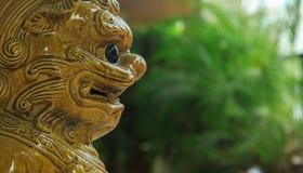 Ceramika lwa opiekunu statuy zbliżenie fotografia royalty free