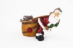 Ceramisch beeldje van Santa Claus met een grote geïsoleerde zak stock foto